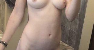 Nue avant la douche