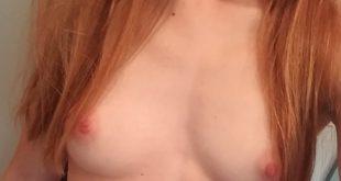 Selfie très coquin de mes seins